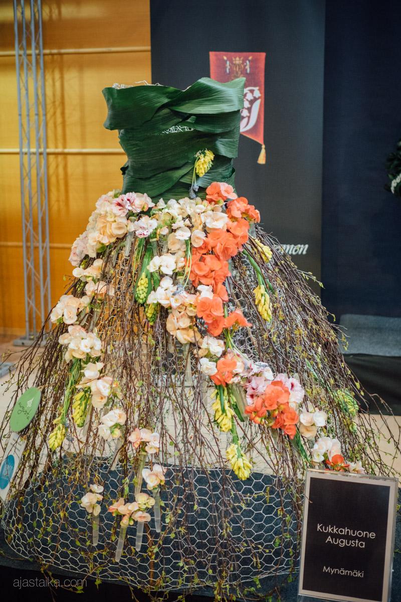 Neiti Kevät -näyttely, Kukkahuone Augusta