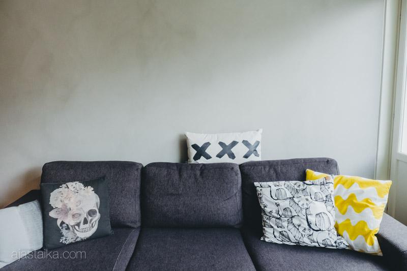 Sohva tyynyineen