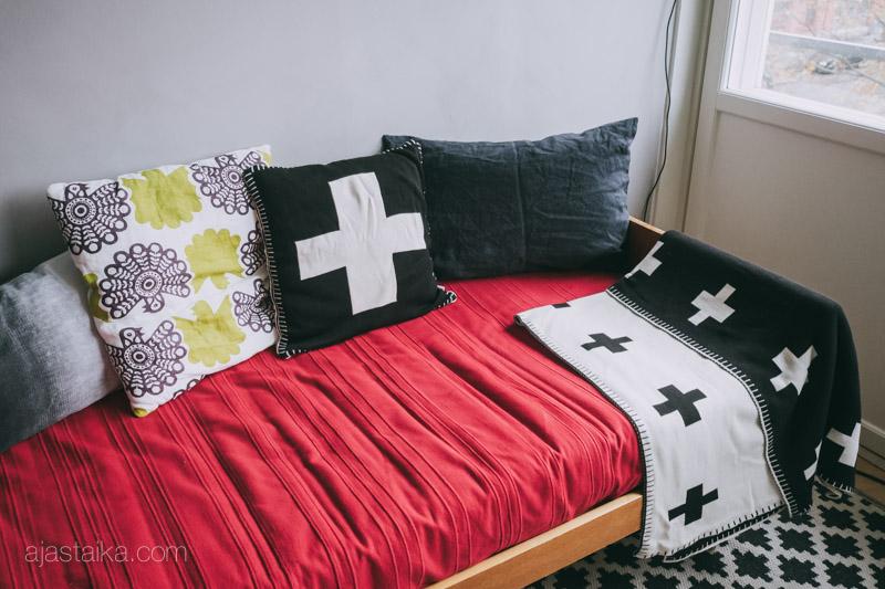 Tyynykaaos sohvalla