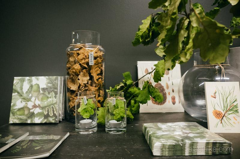 Vihreäsävyinen Ernst-pöytä