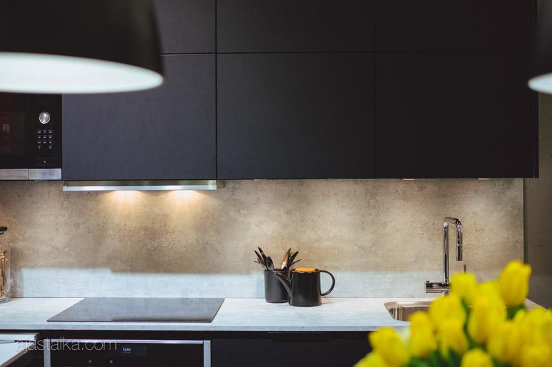 Keittiöideaa: musta + betoni